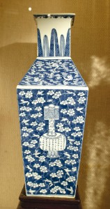 Chinese vase from the Arnott-Rogers CollectionImage: Gold Museum Collection (84.1094)