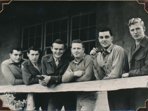 Group of Marines on rest and recreation  Image: Bill Llewellyn Private Collection