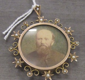 Victorian mourning locket (1870) Image: Gold Museum Collection (2012.0446)